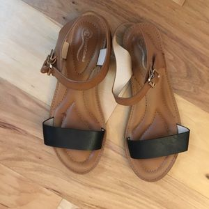 a9eef70b11c34f Nordstrom Shoes - Nordstrom flat sandals size 6.5
